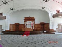 海上自衛隊(旧海軍兵学校)の 教育参考館は 撮影禁止です。 入口の階段にスロープを設けてバリアフリーとなっていました。