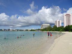 イパオビーチ! なぜかすいているビーチ、海も透明で心地いい。