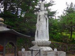 鎌原観音です。  これは惨事の200回忌に建立された聖観音像です。  でも、実際の観音様はーー。