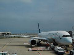 関空からキャセイパシフィック航空で香港、ダナンへと飛びます。機種は最新?のエアバス350。羽の先端がクネッと曲がっていてユニーク!