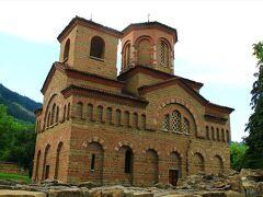 聖ディミタル教会。第二次ブルガリア帝国時代の守護聖人の名を冠した教会。1185年建設。1985年修復。