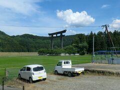 14:25 世界遺産に認定された、熊野三山のひとつ‥ 熊野本宮大社大鳥居が見えますね。 今回は車窓から眺めるだけです。