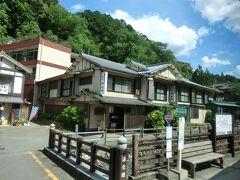 14:35 湯の峰温泉を経由します。  開湯1800年‥ 熊野詣において湯垢離場として栄えた日本最古の温泉です。