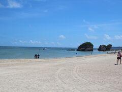 ケイブカフェをあとにし、新原ビーチへきました。 南部では結構有名なビーチらしいです。