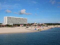 夕日を見るために西側に来てます。  美々ビーチいとまんです。 サザンビーチホテル&リゾートもいいホテルな感じです。 泊まってみたいです。