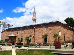 その向かいに建つのがジュマヤ モスク。