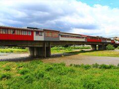 町の北を流れるマリッツァ川にかかる一風変わった橋。