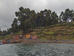 タキーレ島到着!2時間くらいかかりました。  この島は船着き場が何カ所かあって、観光客が重ならないようにしているそうです。