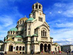 そして本日の最長到達地、アレクサンダル・ネフスキー寺院。てんこ盛りのドームが圧巻の迫力。