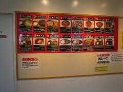 グラスボートの出港する読谷漁協には、一般の人が入れるレストランと魚屋さんがあり、結構人気なようです。