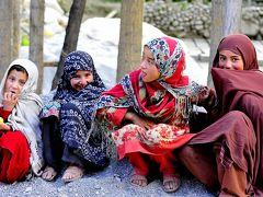 パキスタン北部、インダス川上流地域は、ヒマラヤ山脈の西端部に当たります。カプルー村もその地域に位置する山岳の村です。 イスラムの村ですが戒律は比較的緩く、女性も撮影を承諾してくれることがあります。 2017年7月の撮影です。