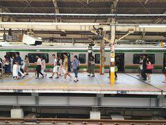 横浜駅から、東海道線に乗ります。 …が、その前にお腹が空いていたら…