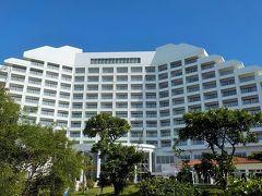 2017年に戻ります 7月15日(土)石垣島での宿泊はANAインターコンチネンタル石垣リゾート *ホテル名が長いので今後はANAで* 飛行機も全日空 マイレージ会員なのでこのホテルで一気にポイントを貯めよう! よく往復の飛行機の中でCAの方に話しかけられるけど、宿泊先を尋ねられると「インターコンチネンタルです」って答えれば当然「ありがとうございます」って会話に毎度なるよネ(笑) それは別として、少なくてもこのホテルなら間違いなし!と言う事で毎回利用してます。