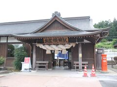 出雲横田駅の横にある『雲州そろばん伝統産業会館』に行こうとしたら、駅にトロッコ列車が止まっていたので…。