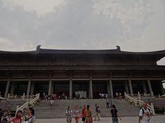 陝西歴史博物館に15時半ごろに着くと、無料入場券はさばき終わっていて、特別展チケット30元を買って入りました。 時間をお金で買いました。特別展には行かず、主に兵馬俑と唐時代の陶人形を見る予定。