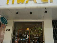 先程のお店の斜め前位に、こちらのお店があります。 こちらはガイドブックにも載ってますね。