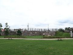 西尾城の天守は二の丸にあります(この造りは初めてみた) 二の丸はいまはだだっ広い芝生ですが、南の本丸寄りは旧近衛邸になってます
