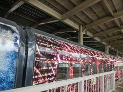 浦佐で乗り換えて、新幹線。 「自由席の待ち位置が通常と違います」という放送が入ったと思ったら、デーハーなのがきた