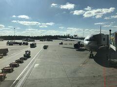 10時間少々でモスクワ・シェレメチェボ空港に到着しました。着陸、揺れも少なくとても上手でした。