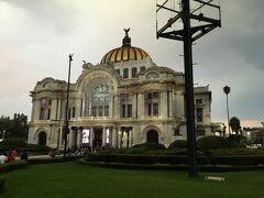 ベジャス・アルテス宮殿。 内部は劇場になっており、クラシック音楽、オペラなどで利用されている。