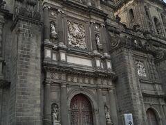 北バスターミナルまでバスで、そしてシティまでタクシーで移動。 ここはメキシコシティメトロポリタン大聖堂。