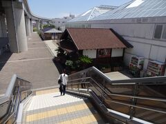京コンピュータ前駅に到着!!210円でした Suicaでピっと!改札を通って階段を降りると