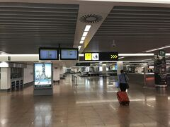 夜の23時頃、ブリュッセルに到着です。Baggage Claim もほとんど人はいませんね。