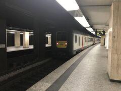 デンマークのコペンハーゲンで乗ったゴリラの顔のような電車で揺られること30分弱ぐらいだったかな、ブリュッセル中央駅に到着。