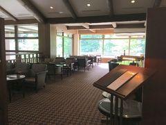リフトで下山中に見えた東急ホテルでちょっと休憩。  入り口でお帰りなさいませ。と言われ少々恐縮しながら中に。 カフェのみです。すみません。