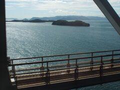 初めての「瀬戸大橋」。 たぶん香川県に近いほう。 素晴らしい景色に見とれる~♪
