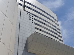 甲府昭和ICから約15分。本日の目的地、甲府富士屋ホテルに到着。
