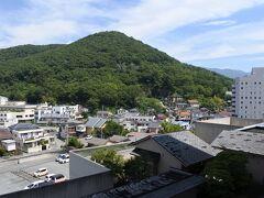 右手。湯村山の標高は446m。
