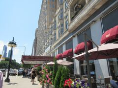 まずは、ホテルにスーツケースを。  ミシガン湖方面に少し歩いてミシガン通りを南へ  今夜の宿は、Congress Plaza Hotel