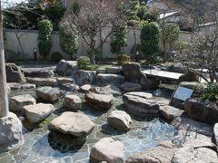 元乃隅稲荷神社から車で30分、長門湯本温泉の音信川河川公園に来ました。 ここは足湯が出来る公園です。
