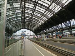 はぁー!着いた~!時間通りー!ドイツ国鉄最高!!  停まる駅と時間が書かれたパンフレットが席ごとに置いてあるので、見比べながら、なんとなく安心して乗れてました!