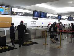 地下鉄で博多駅から福岡空港駅へ。