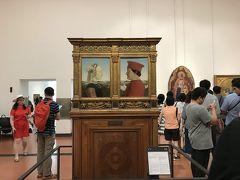 フィレンツェ2日目。 朝一でウッフィツ美術館に。日本から予約していきましたが謎な行列。 30分はなんだかんだ待ちましたよ。予約は必須ですね。