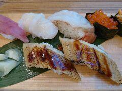 朝ごはんです。いつもの魚がし日本一さん(´▽`)5分で食べました。
