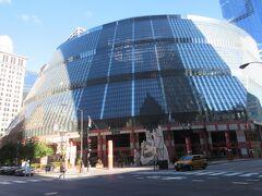 ジェームス R トンプソン センターが。  初めてシカゴに来た時に、すごい建物!と思ったことを思い出しました