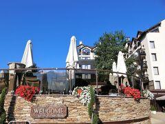 プレミア ラグジュアリー マウンテン リゾート http://www.banskohotelpremier.com/  このホテルに決めたのはSLH(スモールラグジュアリーホテル)だったから。 旅行まで2週間しかなく予定を決めるのに夫は大変だったようです。 ホテルで送迎を頼むなら片道150ユーロです。 もちろん、ソフィアから公共機関のバスも出てます。