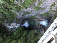 マリエン橋から下を覗くとこんな感じです。 目がまいそうです。