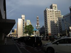8月26日(土)午後5時20分 松江駅前(南口) 日御碕を3時45分に出て、ホテルの駐車場に車を預ける(1,080円)