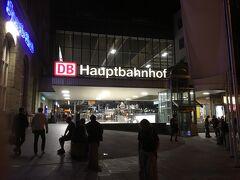 無事にミュンヘンハウフトバーンホフ到着  hbfは中央駅の意味らしーです  どおやら駅の北側に出てしまったw  予約してあるホテルは南側です