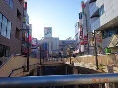 日曜日の早朝の、松戸駅東口。