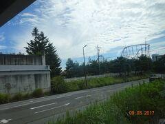 富士急ハイランドが見える。