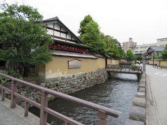 【前編】で、https://4travel.jp/travelogue/11254320 前田藩ゆかりの「用水路の発達」の話をしましたが、こちらの長町界隈でも鼠川から引いた大野庄用水(鬼川)の周りに武家屋敷が建てられています。