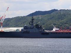 宇野港沖に停泊中の海上自衛隊輸送艦しもきた