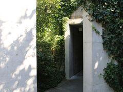 地中美術館入口
