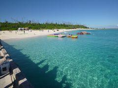 15分で水納島へ。 1便なのでまだパラソルも立ってない。 静かでキレイなビーチ。