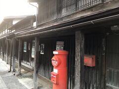 津軽藩ねぷた村近くに石場家住宅があります。 今も現役の酒店を営まれており、江戸時代中期の建築と推定され、国指定重要文化財に指定されています。